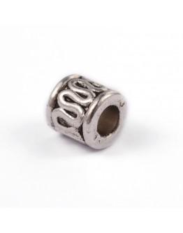 Sendinto sidabro spalvos, kolonos formos intarpai, be kadmio ir švino, matmenys: 5x5mm, skylė: 3mm; 10 vnt./pak.