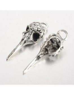 Sendinto sidabro spalvos pakabukas, paukščio kaukolė, matmenys: ~14mm pločio, 41.5mm ilgio, 11mm storio, skylė: 5x4mm