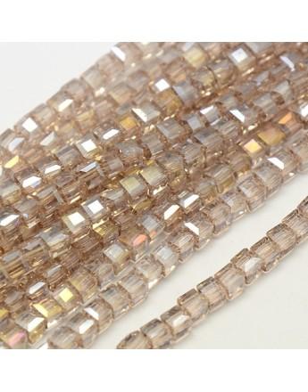 Stiklo karoliukai, briaunuoti, kubo formos, rusvi su veidrodiniu efektu, matmenys: 4x4x4mm, skylė: 1mm; ~98vnt. gijoje