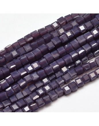 Stiklo karoliukai, briaunuoti, kubo formos, violetiniai, matmenys: 2x2x2mm, skylė: 0.5mm; ~200vnt. gijoje