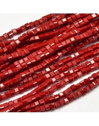 Stiklo karoliukai, briaunuoti, kubo formos, raudoni, matmenys: 2x2x2mm, skylė: 0.5mm; ~200vnt. gijoje