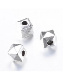 Sendinto sidabro spalvos intarpai, be švino, kadmio ir nikelio, matmenys: 5.5x5.5mm, 5mm storio, skylė: 1.5mm; 10vnt./pak.