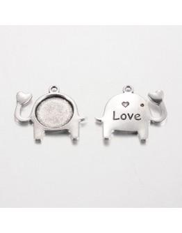 Sendinto sidabro spalvos kabošonų rėmelis, dramblio formos, matmenys: 24mm pločio, 26mm ilgio, 2mm storio, skylė: 2mm; rėmelio:
