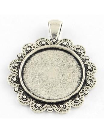 Sendinto sidabro spalvos kabošonų rėmelis, be kadmio ir švino, matmenys:  44x35x2.5mm, rėmelio: 25mm;  skylė: 4mm; 20 vnt./pak.