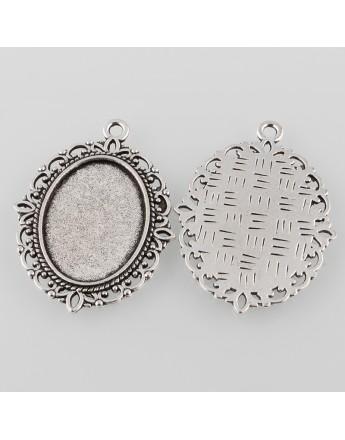 Sendinto sidabro spalvos kabošonų rėmelis, ovalo formos, matmenys: 40x30x2mm, rėmelio: 25x18mm; skylė: 2mm