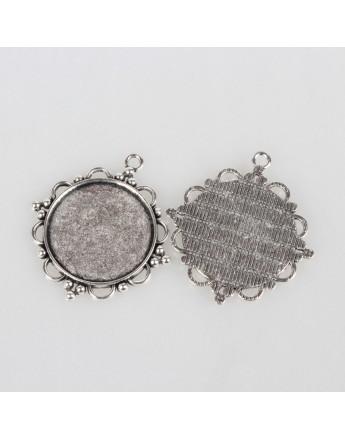 Sendinto sidabro spalvos kabošonų rėmelis, matmenys: 48x43x3mm; rėmelis: 30mm; skylė: 3mm;