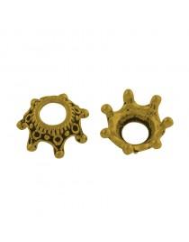 Sendinto aukso spalvos, karūnos formos intarpas, be švino ir kadmio, matmenys: 12.5mm diametro, 5.5mm aukščio