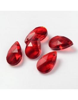 Stikliniai, briaunuoti pakabukai, lašelio formos, skaidrūs, raudoni, matmenys: 16x9x6mm, skylė: 1mm; 2 vnt./pak.