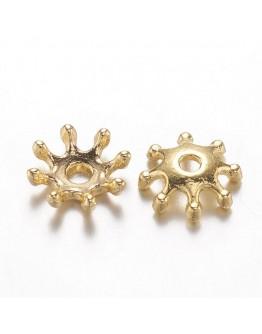 Aukso spalvos kepurėlės, gėlytės formos, matmenys: 8x2.5mm, skylė: 1.5mm; 10vnt./pak.