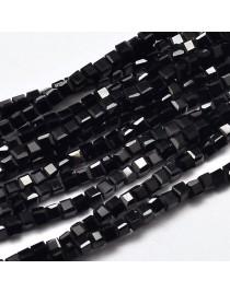 Stiklo karoliukai, briaunuoti, kubo formos, juodi, matmenys: 2x2x2mm, skylė: 0.5mm; ~200vnt. gijoje