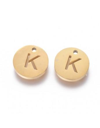 Aukso spalvos, nerūdijančio plieno pakabukas, apvalus, plokščias, raidė K,  matmenys: 10x1.5mm, skylė: 1mm