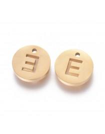 Aukso spalvos, nerūdijančio plieno pakabukas, apvalus, plokščias, raidė E,  matmenys: 10x1.5mm, skylė: 1mm