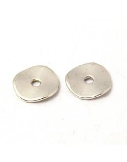 Sendinto sidabro spalvos intarpai, disko formos, be švino, nikelio ir kadmio, matmenys: ~10mm diametero, 1mm storio, skylė: 2mm;