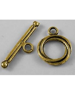 Sendinto aukso spalvos, kilpos tipo užsegimas, matmenys: kilpa: 13x17mm ilgio, segtukas: 3x24mm, skylė: 2mm